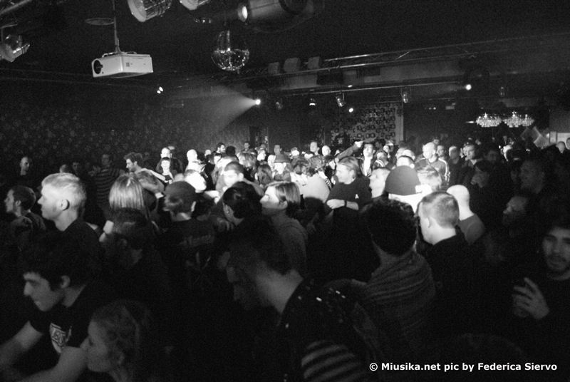 uk-subs-crowd.jpg
